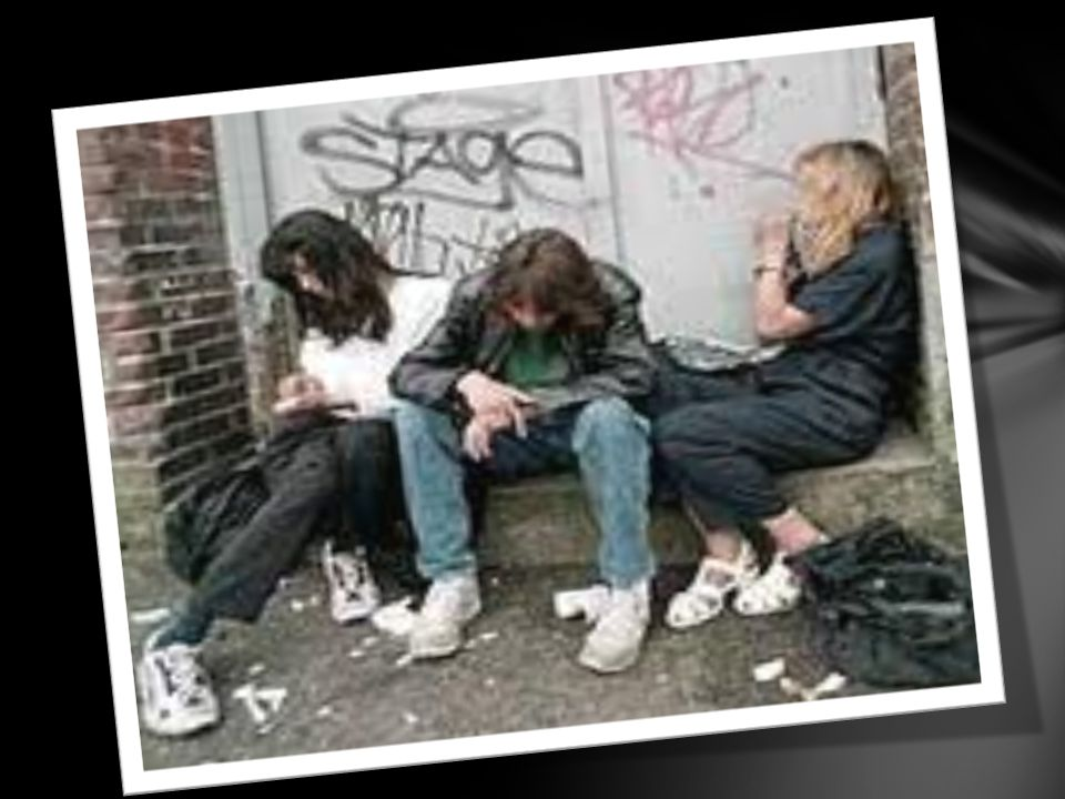 CONCECUENCIAS DE LA DROGADICCION Las drogas destruyen las ondas o rayos alfa, que comunican la mente con el cerebro, destruyendo y llevando al drogadicto a la LOCURA.