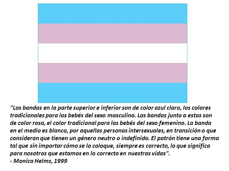 Las bandas en la parte superior e inferior son de color azul claro, los colores tradicionales para los bebés del sexo masculino.