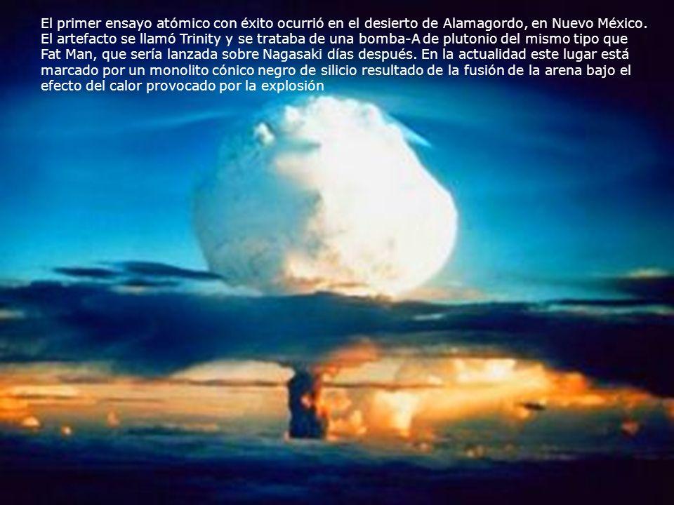 El primer ensayo atómico con éxito ocurrió en el desierto de Alamagordo, en Nuevo México. El artefacto se llamó Trinity y se trataba de una bomba-A de