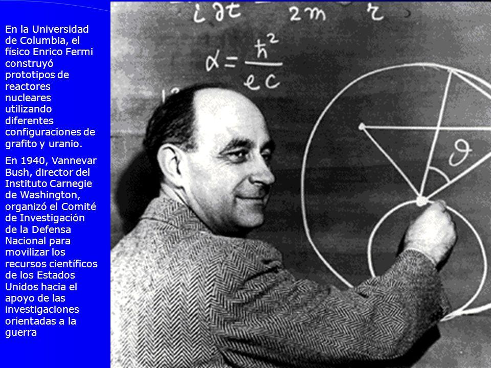 En la Universidad de Columbia, el físico Enrico Fermi construyó prototipos de reactores nucleares utilizando diferentes configuraciones de grafito y u