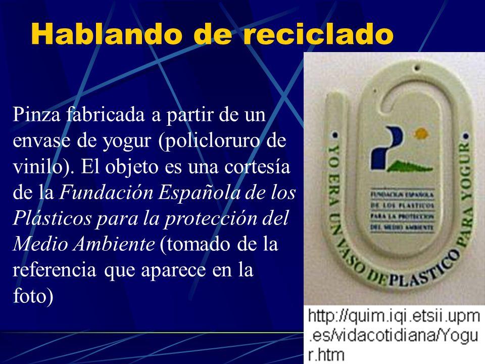 Hablando de reciclado Pinza fabricada a partir de un envase de yogur (policloruro de vinilo). El objeto es una cortesía de la Fundación Española de lo