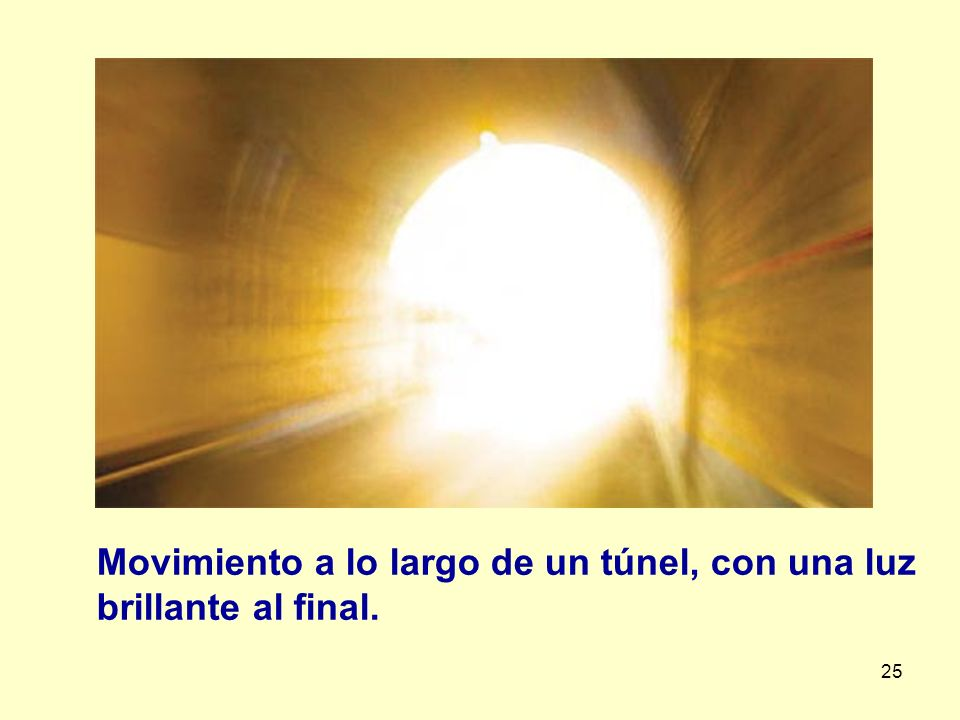 25 Movimiento a lo largo de un túnel, con una luz brillante al final.