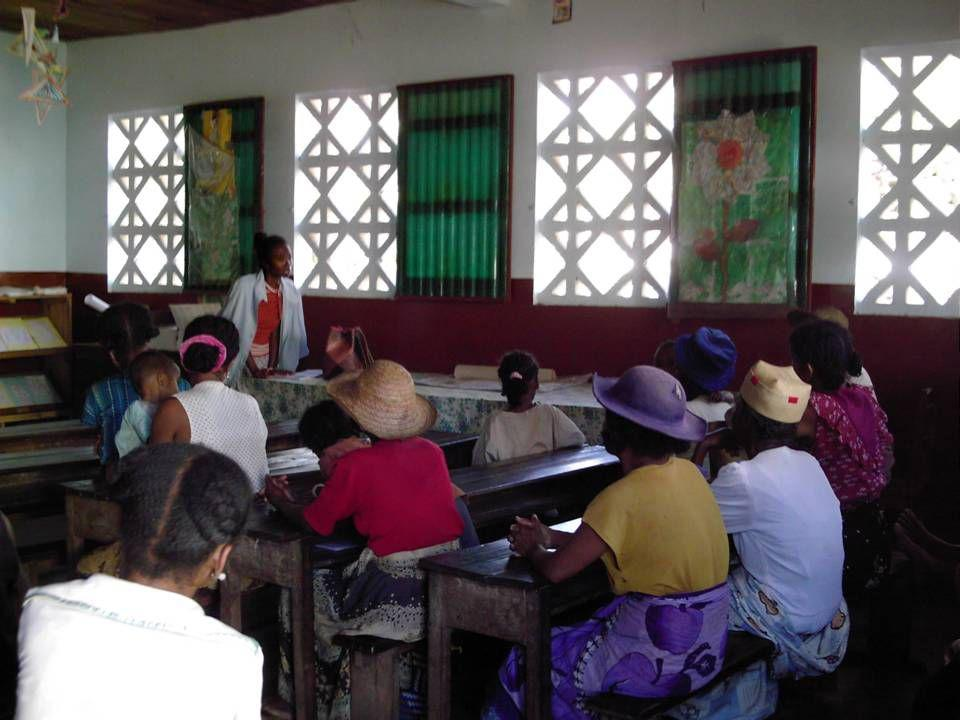Para los adolecentes - Programa de educación a la vida para niños y niñas.