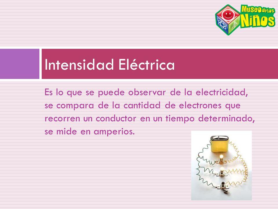 Es lo que se puede observar de la electricidad, se compara de la cantidad de electrones que recorren un conductor en un tiempo determinado, se mide en