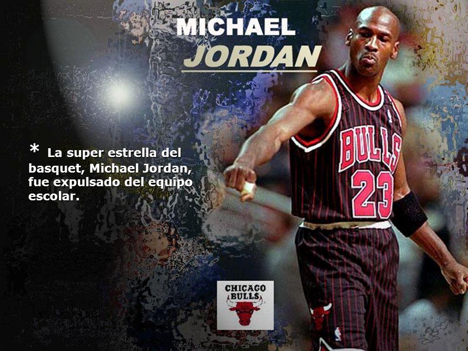 * La super estrella del basquet, Michael Jordan, fue expulsado del equipo escolar.