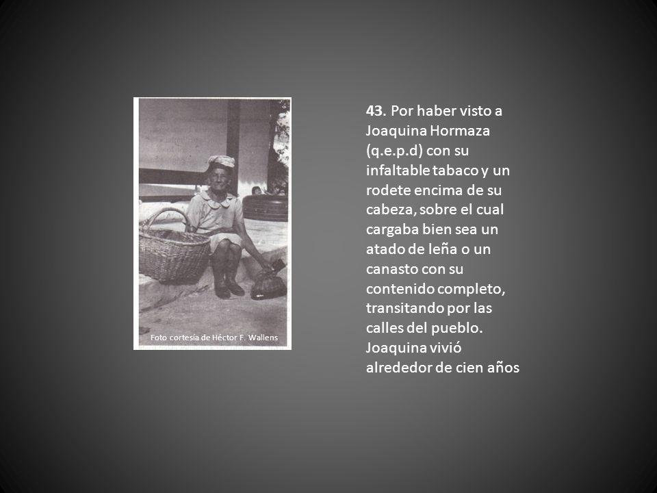 42. Por la desaparecida chatarrería de Don Pablo Emilio Cañarte (q.e.p.d) en su casa frente al rio, donde sobresalían en el techo unos avioncitos en l