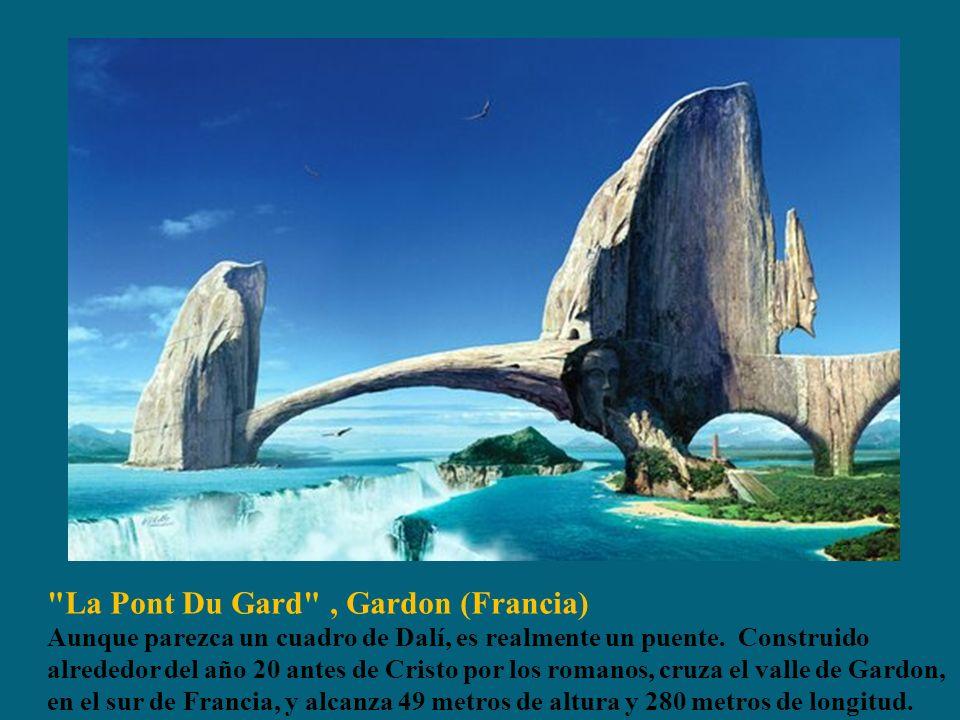 La Pont Du Gard , Gardon (Francia) Aunque parezca un cuadro de Dalí, es realmente un puente.