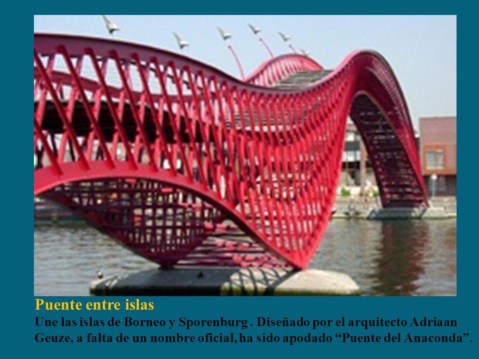 Puente entre islas Une las islas de Borneo y Sporenburg. Diseñado por el arquitecto Adriaan Geuze, a falta de un nombre oficial, ha sido apodado Puent
