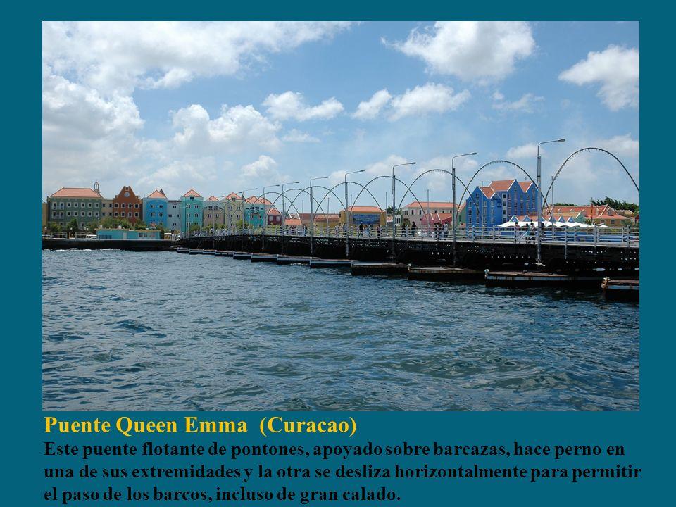 Puente Queen Emma (Curacao) Este puente flotante de pontones, apoyado sobre barcazas, hace perno en una de sus extremidades y la otra se desliza horizontalmente para permitir el paso de los barcos, incluso de gran calado.
