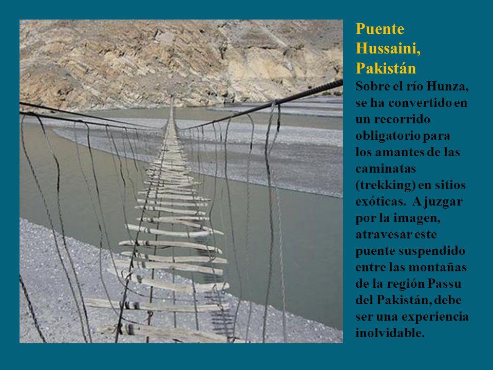 Puente Hussaini, Pakistán Sobre el río Hunza, se ha convertido en un recorrido obligatorio para los amantes de las caminatas (trekking) en sitios exóticas.