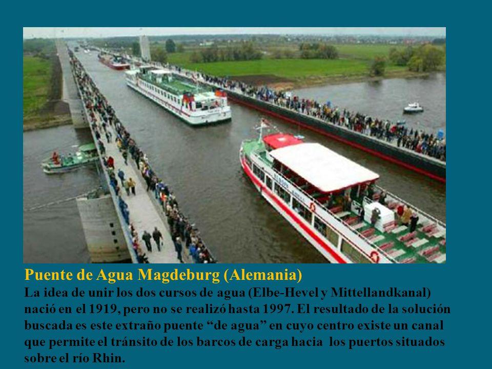 Puente de Agua Magdeburg (Alemania) La idea de unir los dos cursos de agua (Elbe-Hevel y Mittellandkanal) nació en el 1919, pero no se realizó hasta 1