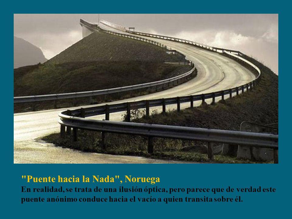 Puente hacia la Nada , Noruega En realidad, se trata de una ilusión óptica, pero parece que de verdad este puente anónimo conduce hacia el vacío a quien transita sobre él.
