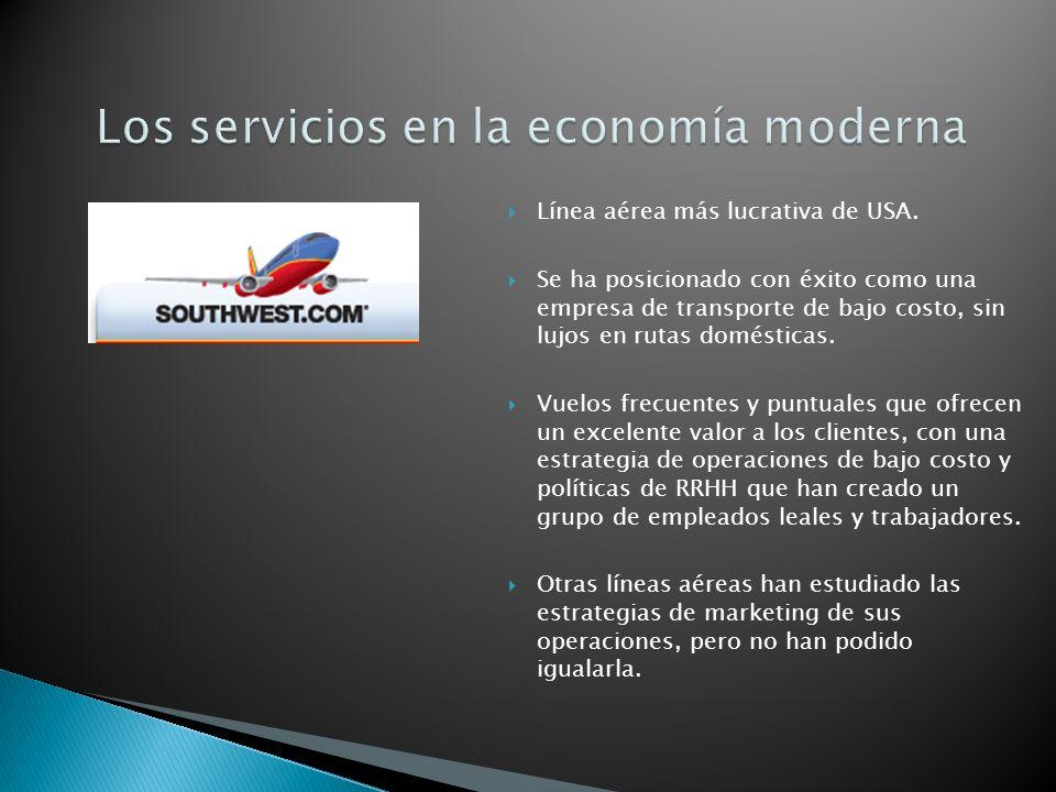 La forma tradicional de agrupar los servicios es por la industria.