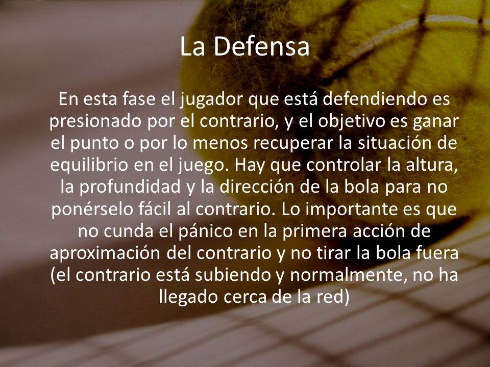 La Defensa En esta fase el jugador que está defendiendo es presionado por el contrario, y el objetivo es ganar el punto o por lo menos recuperar la si