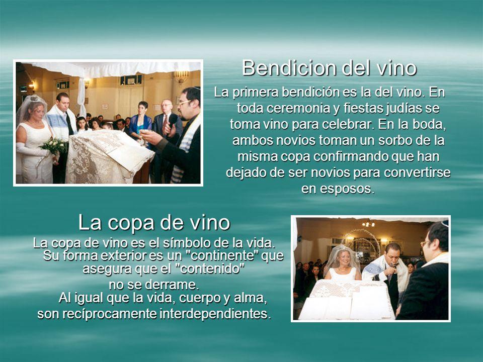 Bendicion del vino La primera bendición es la del vino. En toda ceremonia y fiestas judías se toma vino para celebrar. En la boda, ambos novios toman