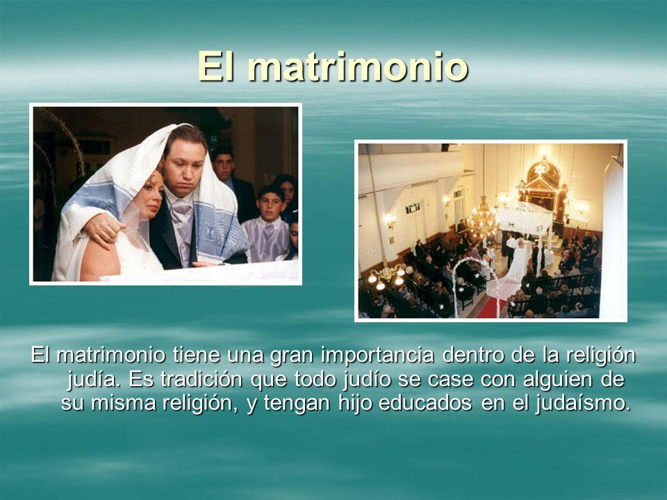 El matrimonio El matrimonio tiene una gran importancia dentro de la religión judía. Es tradición que todo judío se case con alguien de su misma religi
