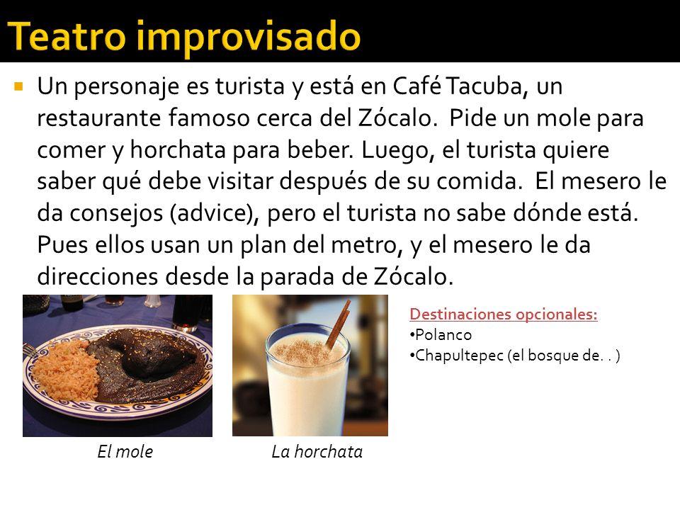 Un personaje es turista y está en Café Tacuba, un restaurante famoso cerca del Zócalo. Pide un mole para comer y horchata para beber. Luego, el turist