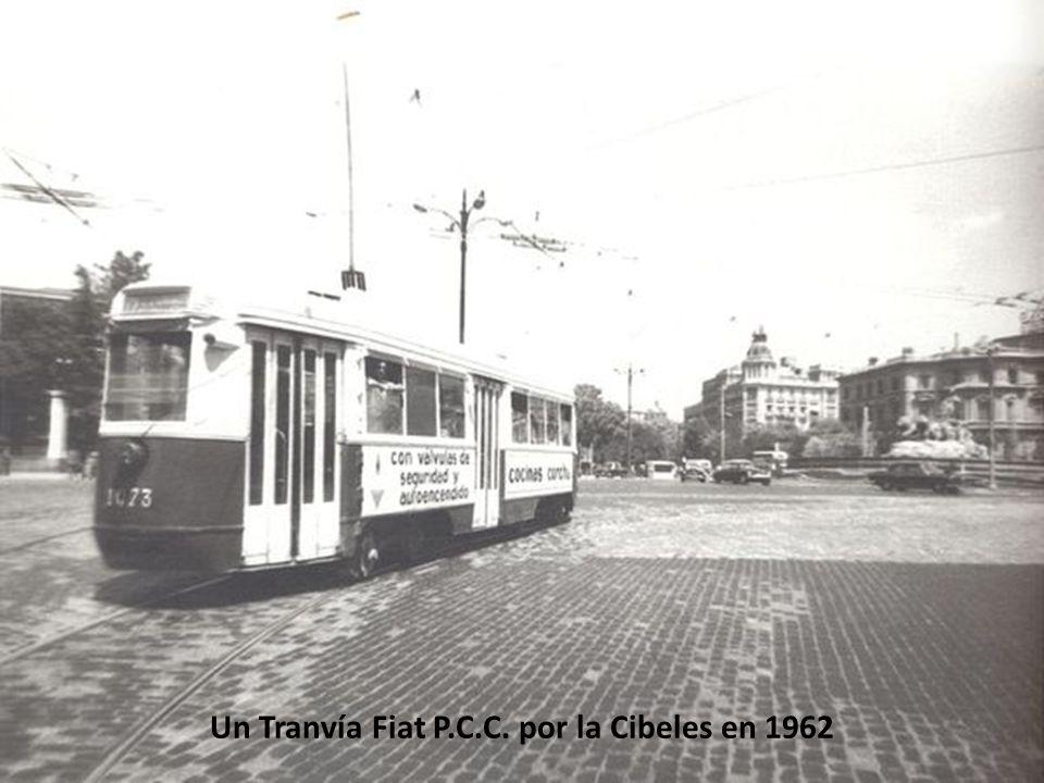 Tranvías en la Plaza de la Cibeles (1935)