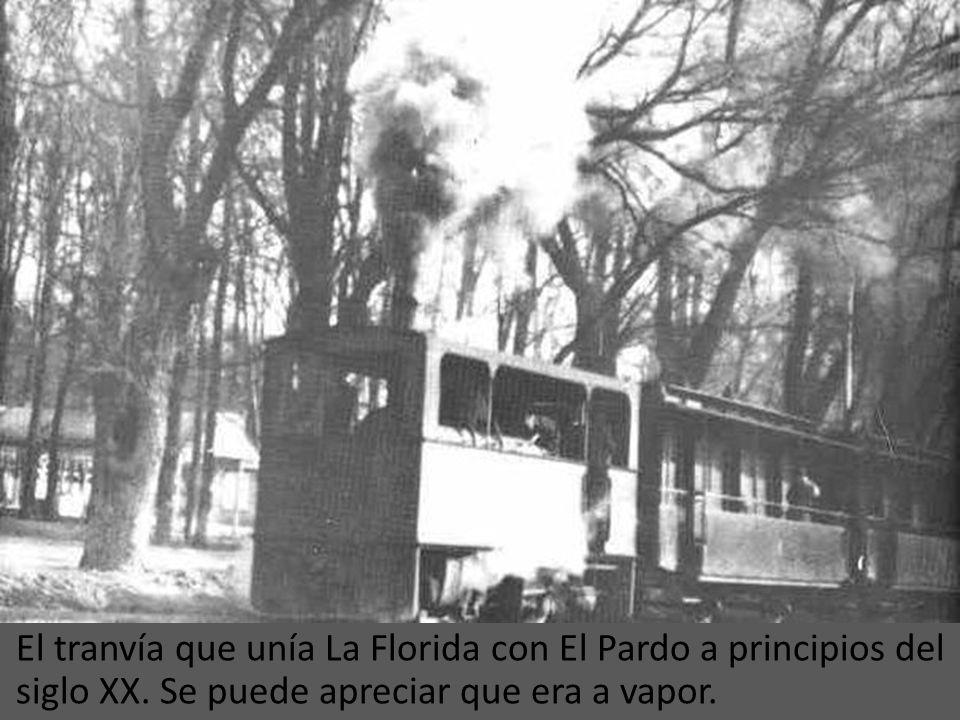 Parada del tranvía en el trayecto de Pozas (hoy Argüelles) a Embajadores en 1920.