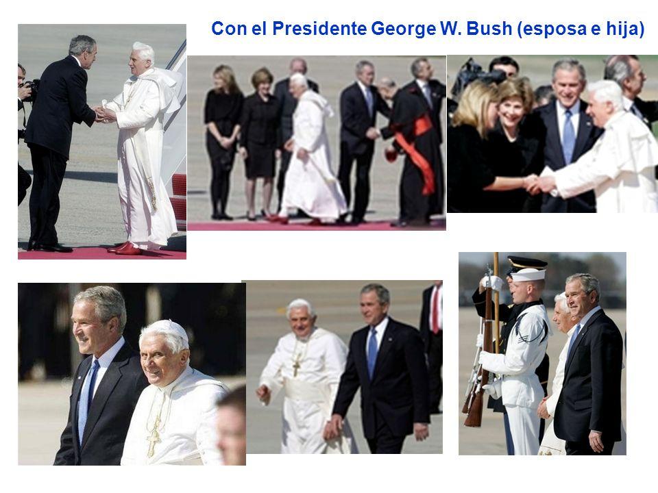 Con el Presidente George W. Bush (esposa e hija)