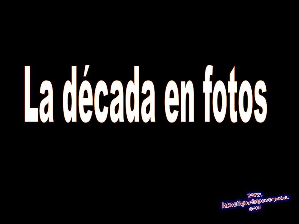 En el 22 foto de archivo abril 2000,, Elián González de 6 años grita mientras abraza a Donato Dalrymple, el hombre que le salvó en el mar en noviembre de 1999, mientras que los agentes federales se apresuran a tomar la custodia del niño en la casa de sus parientes de Miami en el barrio de la Pequeña Habana de Miami, FL La Corte Suprema de EE.UU.