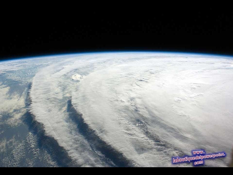 Imagen del huracán Ike sacada por la tripulación de la Estación Espacial Internacional, volando 220 millas de estatuto sobre la Tierra. El centro del