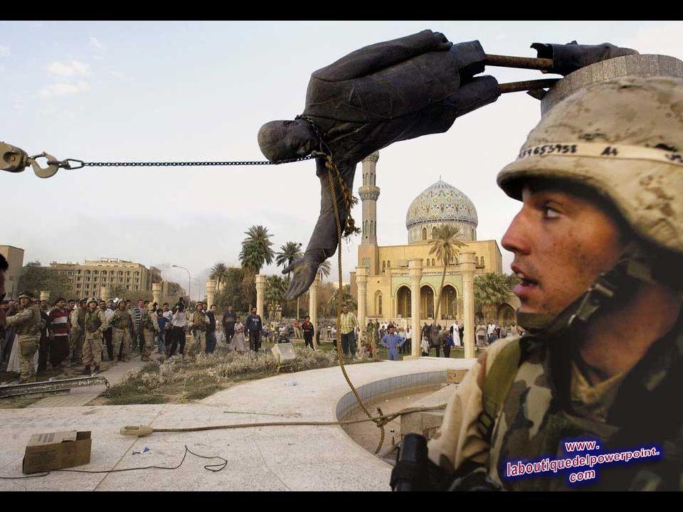 Los civiles iraquíes y soldados de EE.UU. tiran una estatua de Saddam Hussein en el centro de Bagdad, en esta foto 9 de abril 2003 de archivo. (AP Pho