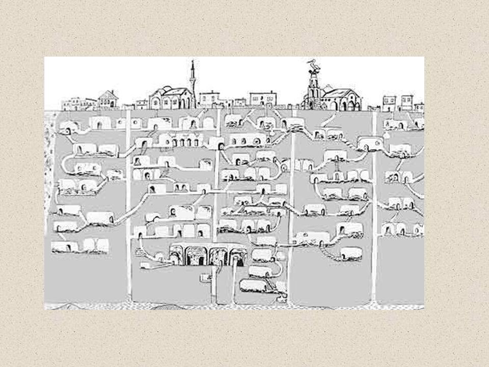 La ciudad fue utilizada como refugio por miles de personas que vivían en el subsuelo para protegerse de las frecuentes invasiones que sufrió Capadocia, en las diversas épocas de su ocupación, y también por los primeros cristianos.