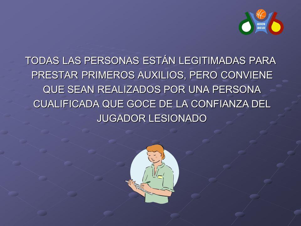 TODAS LAS PERSONAS ESTÁN LEGITIMADAS PARA PRESTAR PRIMEROS AUXILIOS, PERO CONVIENE PRESTAR PRIMEROS AUXILIOS, PERO CONVIENE QUE SEAN REALIZADOS POR UNA PERSONA QUE SEAN REALIZADOS POR UNA PERSONA CUALIFICADA QUE GOCE DE LA CONFIANZA DEL CUALIFICADA QUE GOCE DE LA CONFIANZA DEL JUGADOR LESIONADO JUGADOR LESIONADO