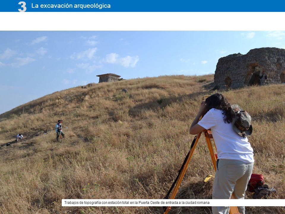 La excavación arqueológica 3 Trabajos de topografía con estación total en la Puerta Oeste de entrada a la ciudad romana