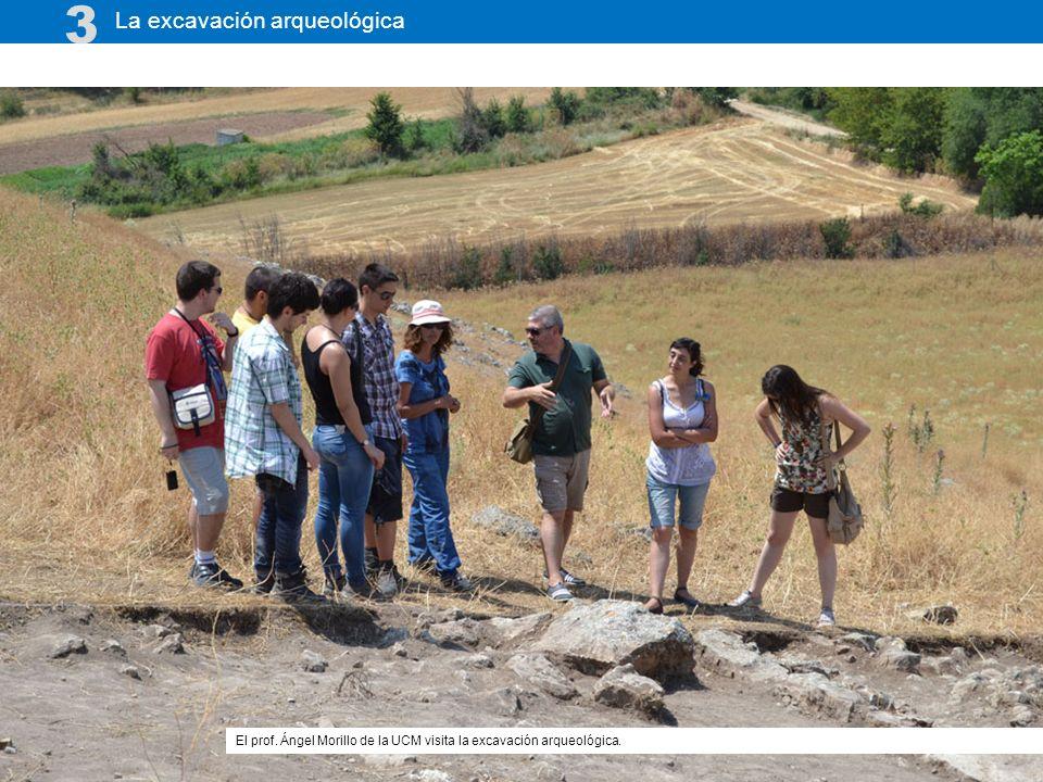 La excavación arqueológica 3 El prof. Ángel Morillo de la UCM visita la excavación arqueológica.