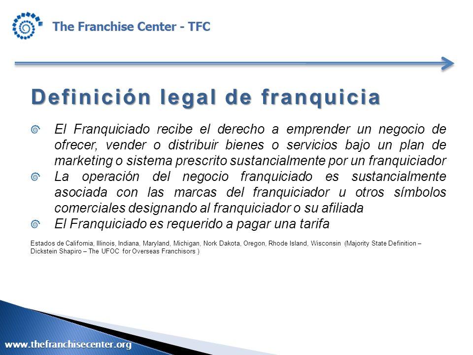 Definición legal de franquicia El Franquiciado recibe el derecho a emprender un negocio de ofrecer, vender o distribuir bienes o servicios bajo un pla