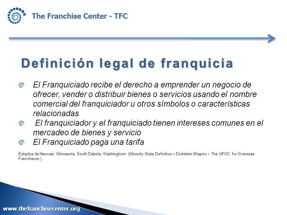 Definición legal de franquicia El Franquiciado recibe el derecho a emprender un negocio de ofrecer, vender o distribuir bienes o servicios usando el n