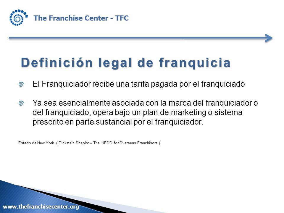 Definición legal de franquicia El Franquiciador recibe una tarifa pagada por el franquiciado Ya sea esencialmente asociada con la marca del franquicia