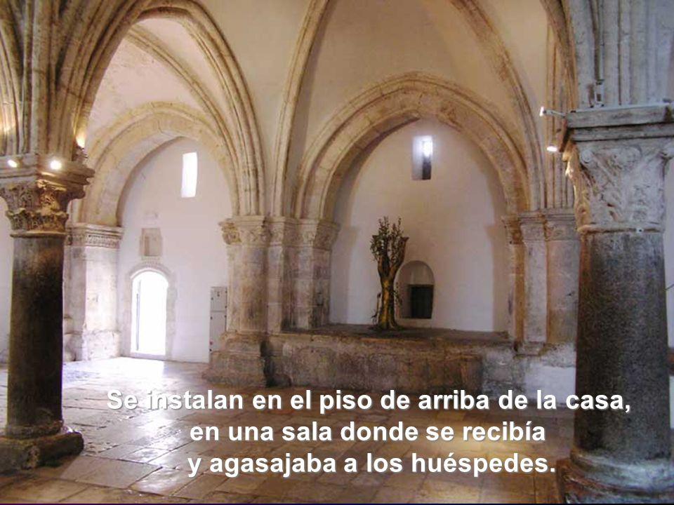 Lugar del Cenáculo: Descálzate porque es un lugar sagrado Se instalan en el piso de arriba de la casa, en una sala donde se recibía y agasajaba a los