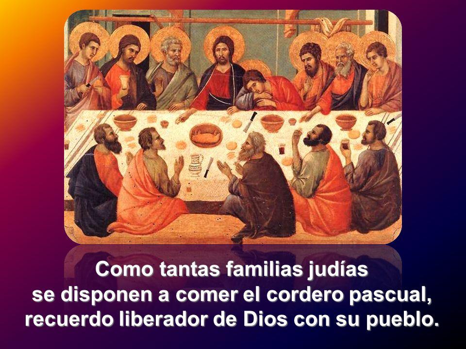 Como tantas familias judías se disponen a comer el cordero pascual, recuerdo liberador de Dios con su pueblo.
