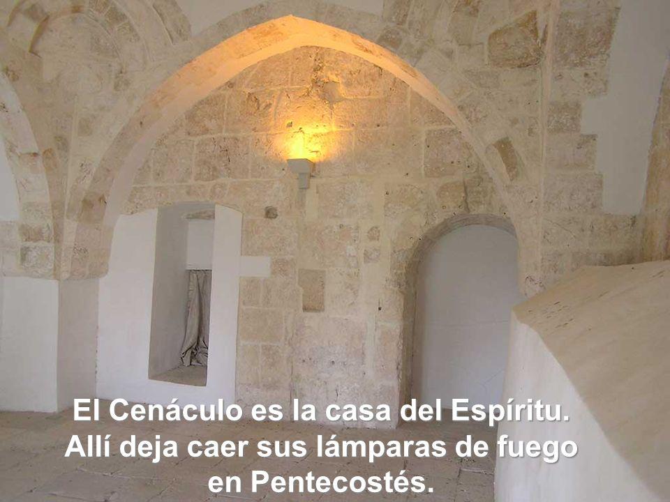 El Cenáculo es la casa del Espíritu. Allí deja caer sus lámparas de fuego en Pentecostés.