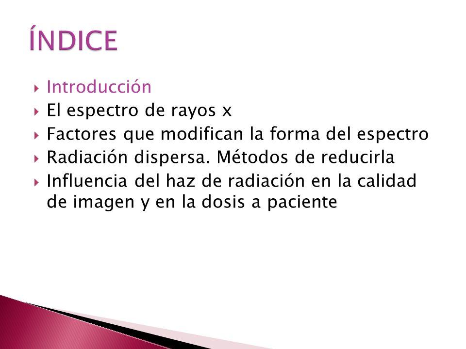 Radiografía convencional: obtención de imágenes por transmisión Al atravesar al paciente, se puede producir Absorción Dispersión El haz a la salida tiene información sobre los tejidos atravesados imagen 2D