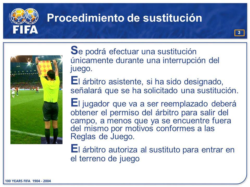 3 Procedimiento de sustitución S e podrá efectuar una sustitución únicamente durante una interrupción del juego. E l árbitro asistente, si ha sido des