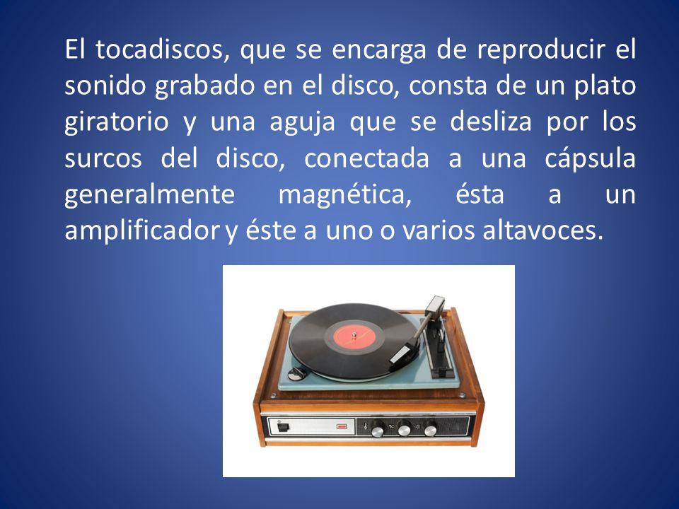 El tocadiscos, que se encarga de reproducir el sonido grabado en el disco, consta de un plato giratorio y una aguja que se desliza por los surcos del