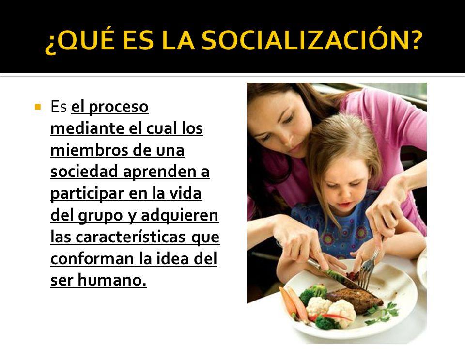 Es el proceso mediante el cual los miembros de una sociedad aprenden a participar en la vida del grupo y adquieren las características que conforman l