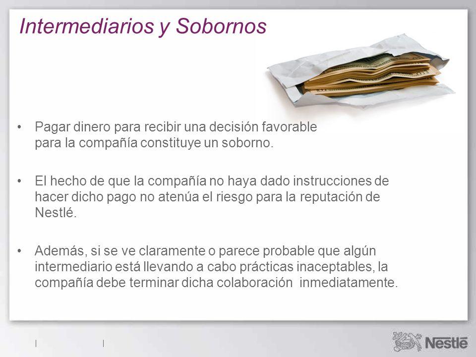 Intermediarios y Sobornos Pagar dinero para recibir una decisión favorable para la compañía constituye un soborno.