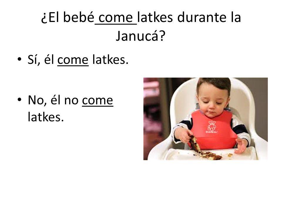 ¿El bebé come latkes durante la Janucá Sí, él come latkes. No, él no come latkes.