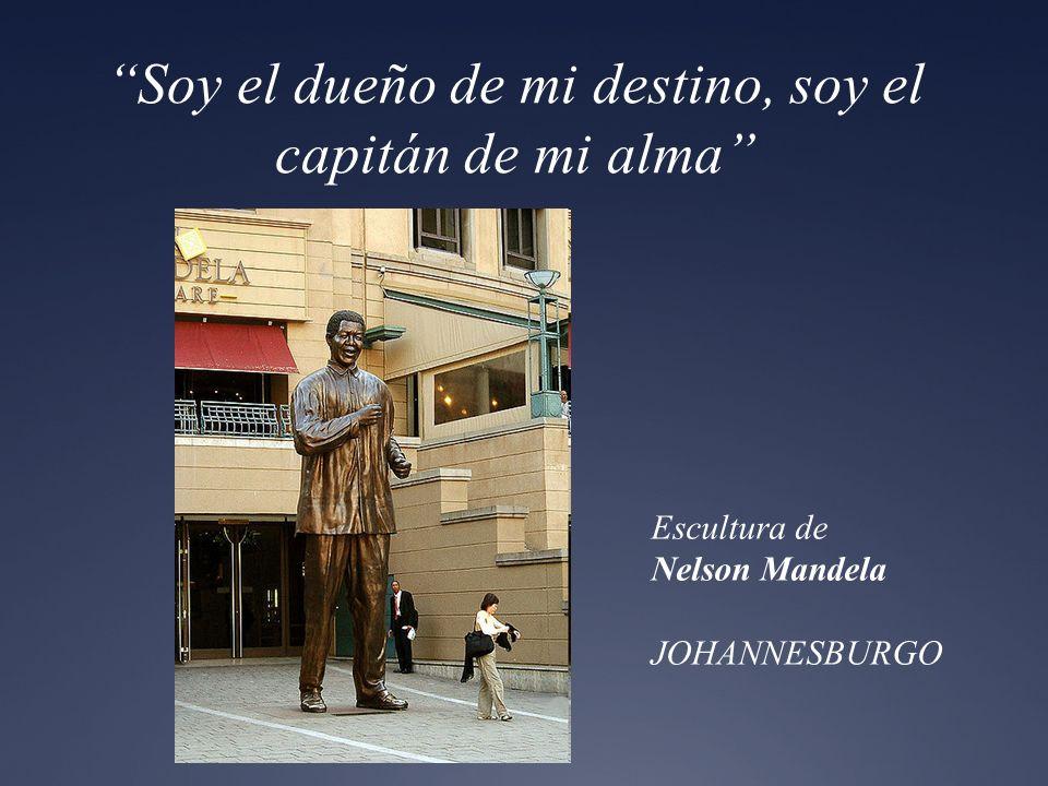 Soy el dueño de mi destino, soy el capitán de mi alma Escultura de Nelson Mandela JOHANNESBURGO