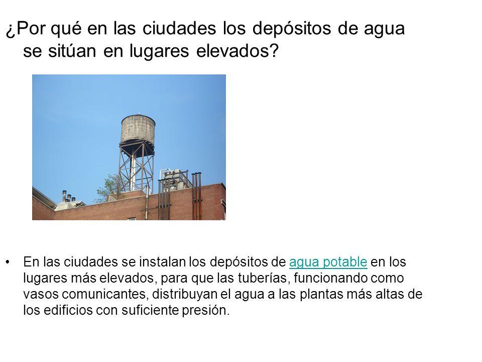 ¿Por qué en las ciudades los depósitos de agua se sitúan en lugares elevados? En las ciudades se instalan los depósitos de agua potable en los lugares