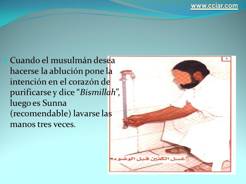 Cuando el musulmán desea hacerse la ablución pone la intención en el corazón de purificarse y dice Bismillah, luego es Sunna (recomendable) lavarse la
