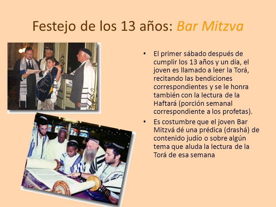 Festejo de los 13 años: Bar Mitzva El primer sábado después de cumplir los 13 años y un día, el joven es llamado a leer la Torá, recitando las bendici