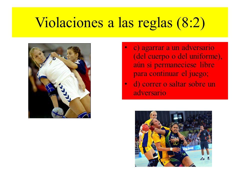 Conductas antideportivas 8:9 Descalificación sin informe c) lanzar deliberadamente la pelota hacia un jugador adversario durante una interrupción del juego.