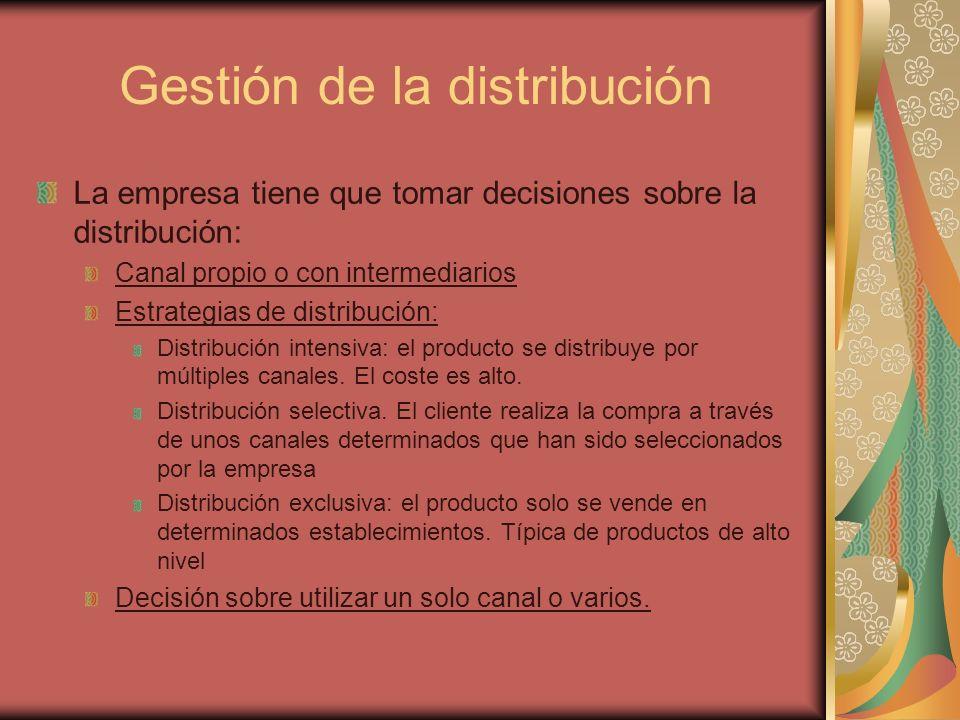 Gestión de la distribución La empresa tiene que tomar decisiones sobre la distribución: Canal propio o con intermediarios Estrategias de distribución: