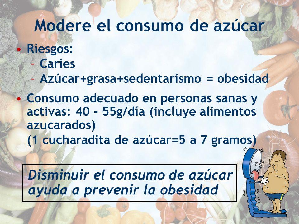 Modere el consumo de azúcar Riesgos: –Caries –Azúcar+grasa+sedentarismo = obesidad Consumo adecuado en personas sanas y activas: 40 - 55g/día (incluye